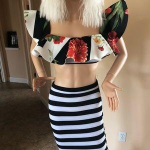 Dresses & Skirts - Stunning 2 piece book white flower size 6